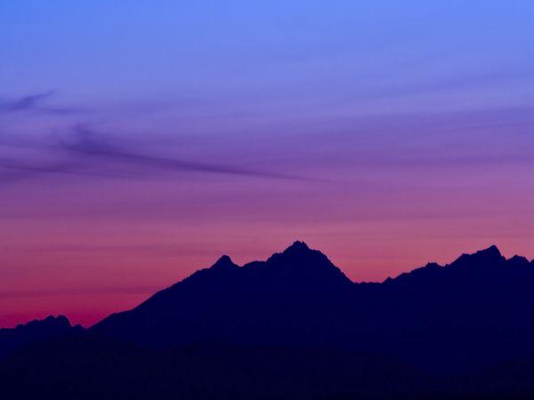 Montagne sombre image n 215 paysages vari s for Fond ecran sombre